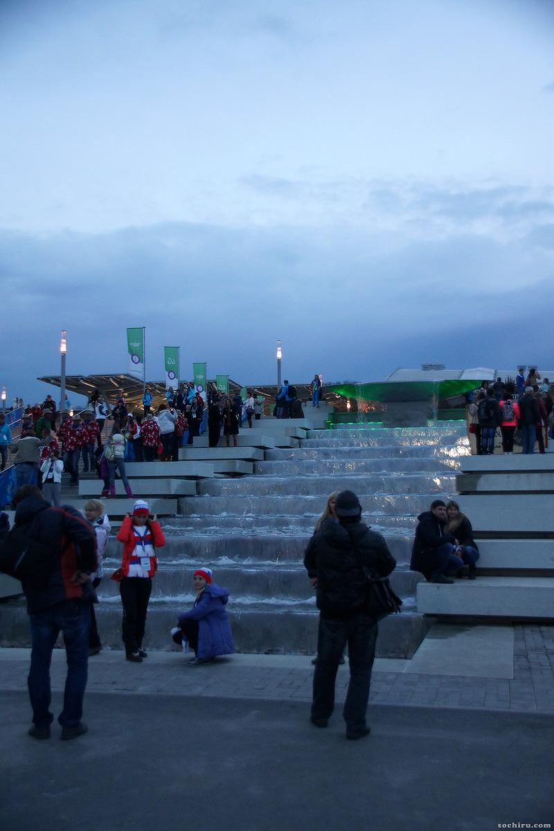 Олимпийский парк: Фонтан в виде чаши и ступеней