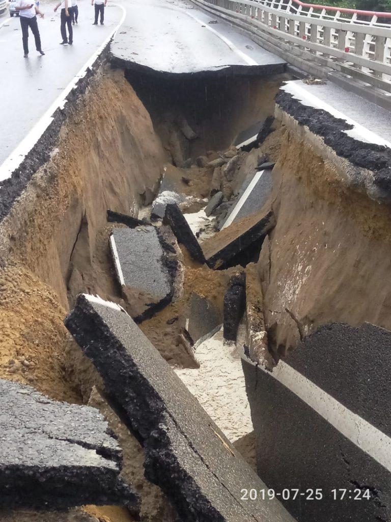 Обрушение эстакады в Сочи